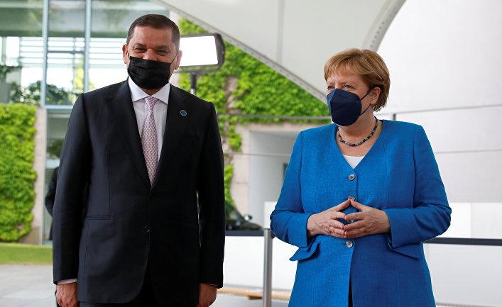 Канцлер Германии Ангела Меркель с премьер-министром Ливии Абдулхамидом Дбейбе