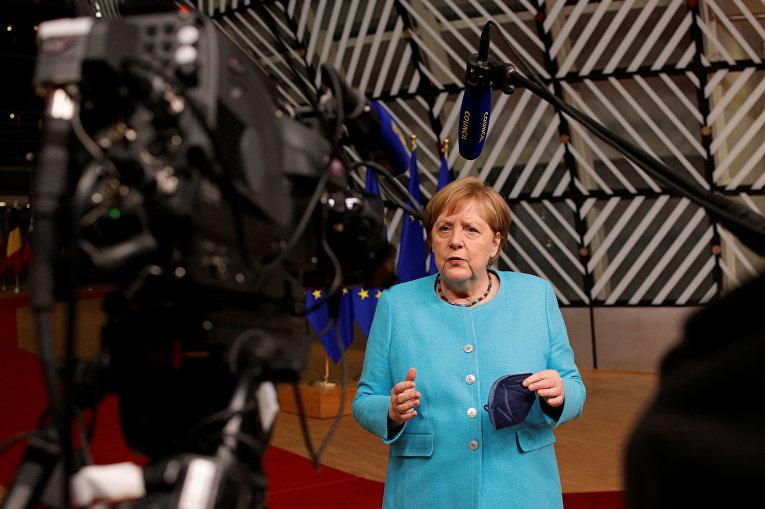 Канцлер Германии Ангела Меркель делает заявление по итогам первого дня саммита лидеров стран ЕС