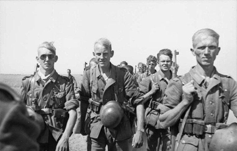 Август 1942 года. Солдаты вермахта на марше в России