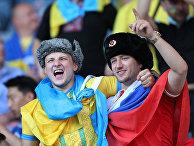 Болельщики на трибуне. Матч Швеция - Украина