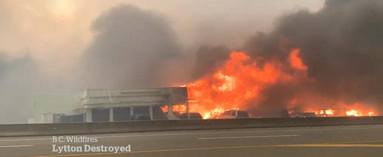 В Канаде из-за аномальной жары полностью сгорело село