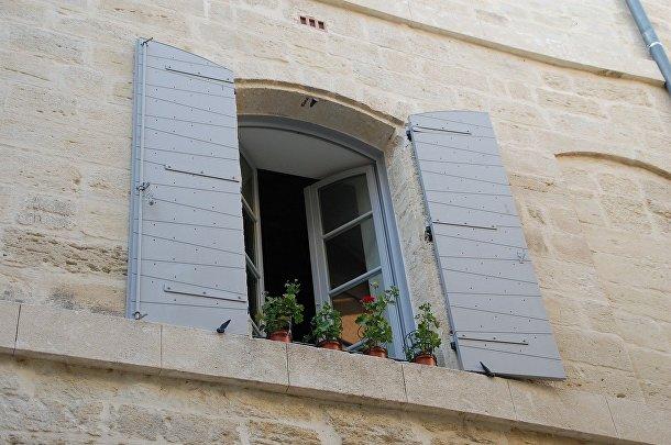 Не открывайте окна в сумерках