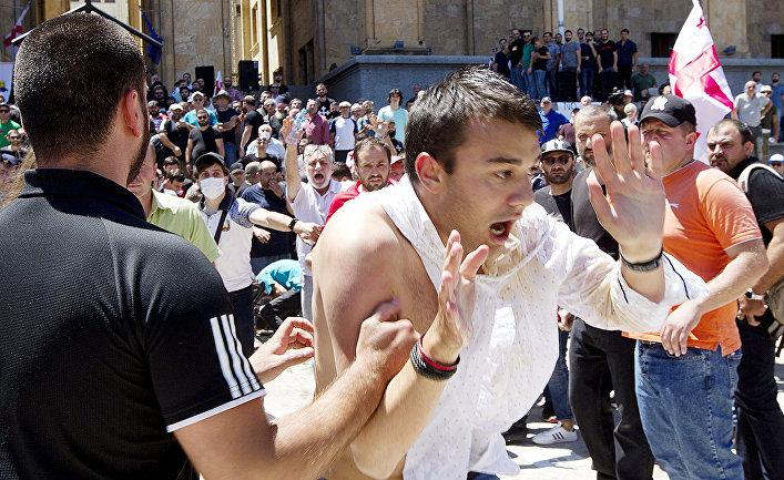 Столкновения между сторониками и противниками марша ЛГБТ в Тбилиси, Грузия