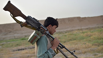 Член антиталибского ополчения в провинции Гильменд, Афганистан