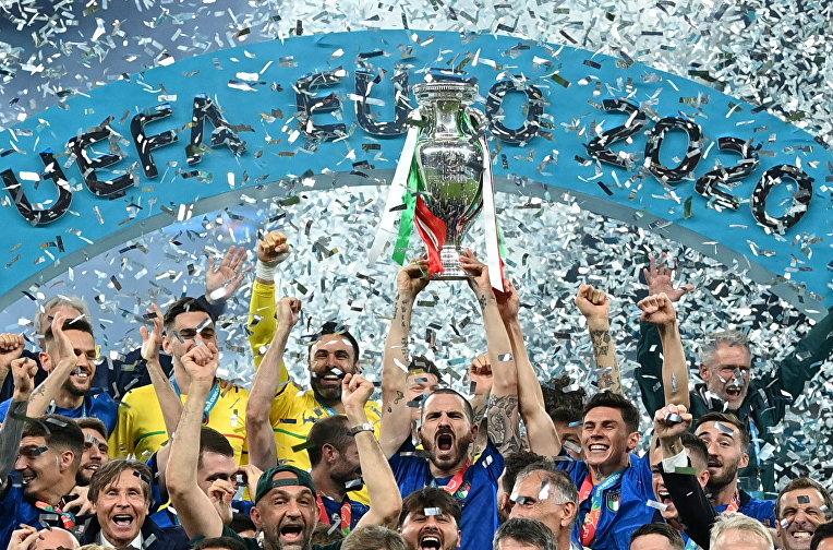 Сборная Италии празднует победу в Евро-2020