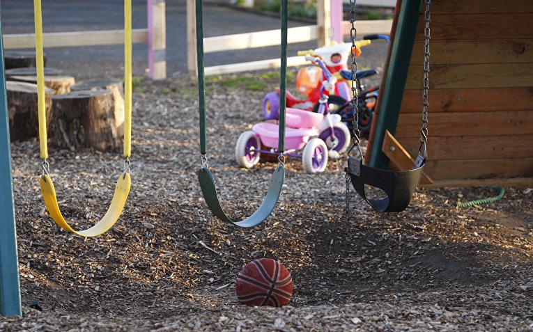 Игрушки на детской площадке