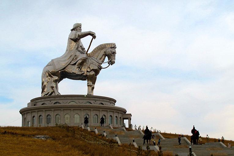 Памятник Чингисхану, Улан-Батор