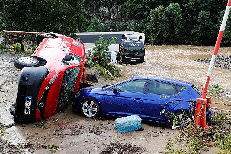 Автомобили, пострадавшие в результате наводнения в Шульде