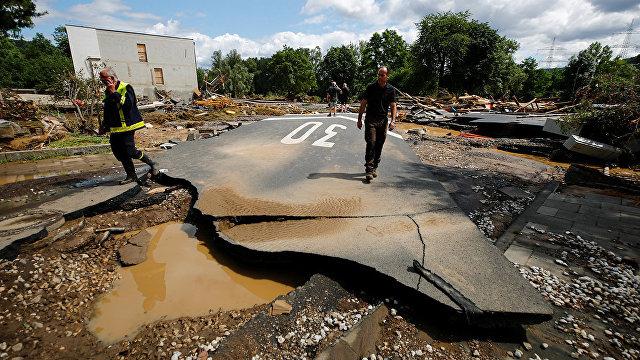 188 человек погибли в результате наводнения в Западной Европе, Меркель осматривает зону бедствия: Это ужасно. Хочу сказать, что немецкий язык едва ли