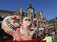 Фигура российского президента Владимира Путина на карнавале в Дюссельдорфе, Германия