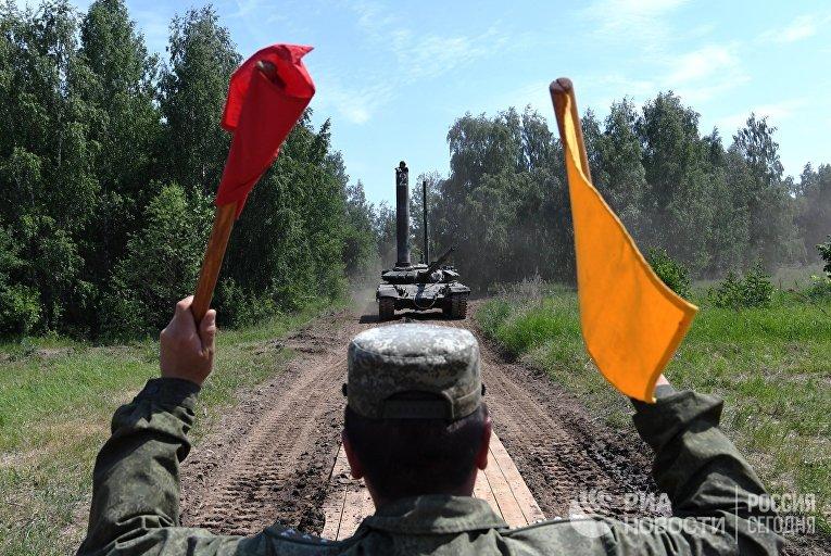 Учения по подводному вождению в высшем танковом училище в Казани