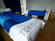 Кровати из картона во время медиа-тура по Олимпийской деревне в Токио, Япония