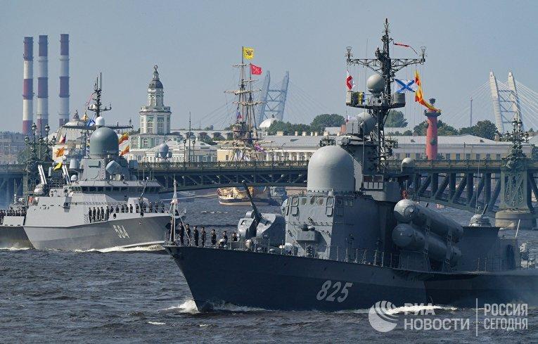Репетиция парада ко Дню ВМФ в Санкт-Петербурге