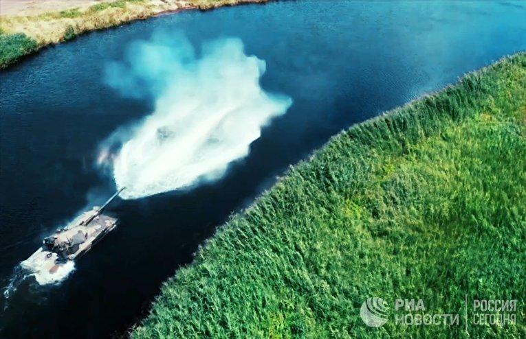 """Испытания плавающего танка """"Спрут-СДМ1"""""""