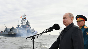 Президент РФ В. Путин принял участие в Главном военно-морском параде