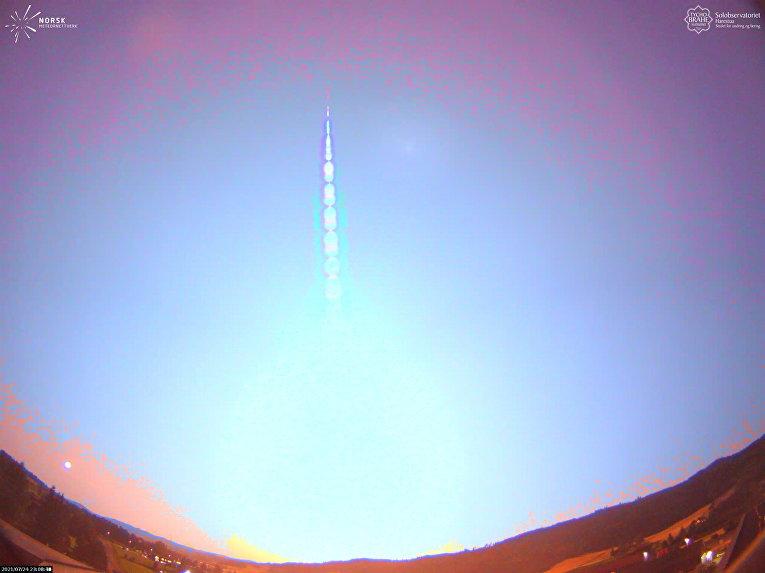 Метеор освещает небо над Южной Норвегией