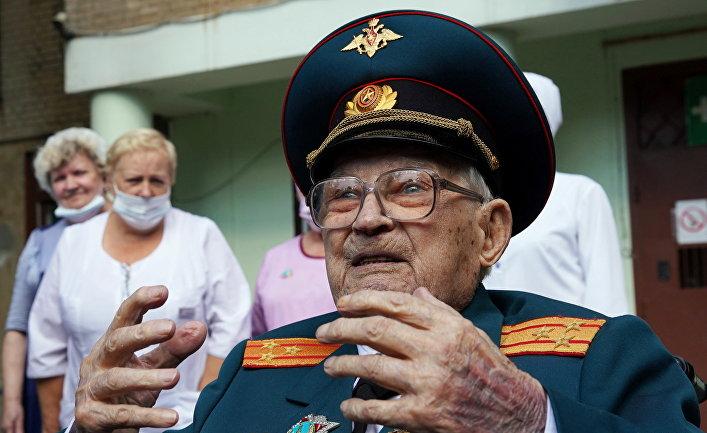 Ветеран Николай Багаев выписался из больницы после лечения от коронавируса