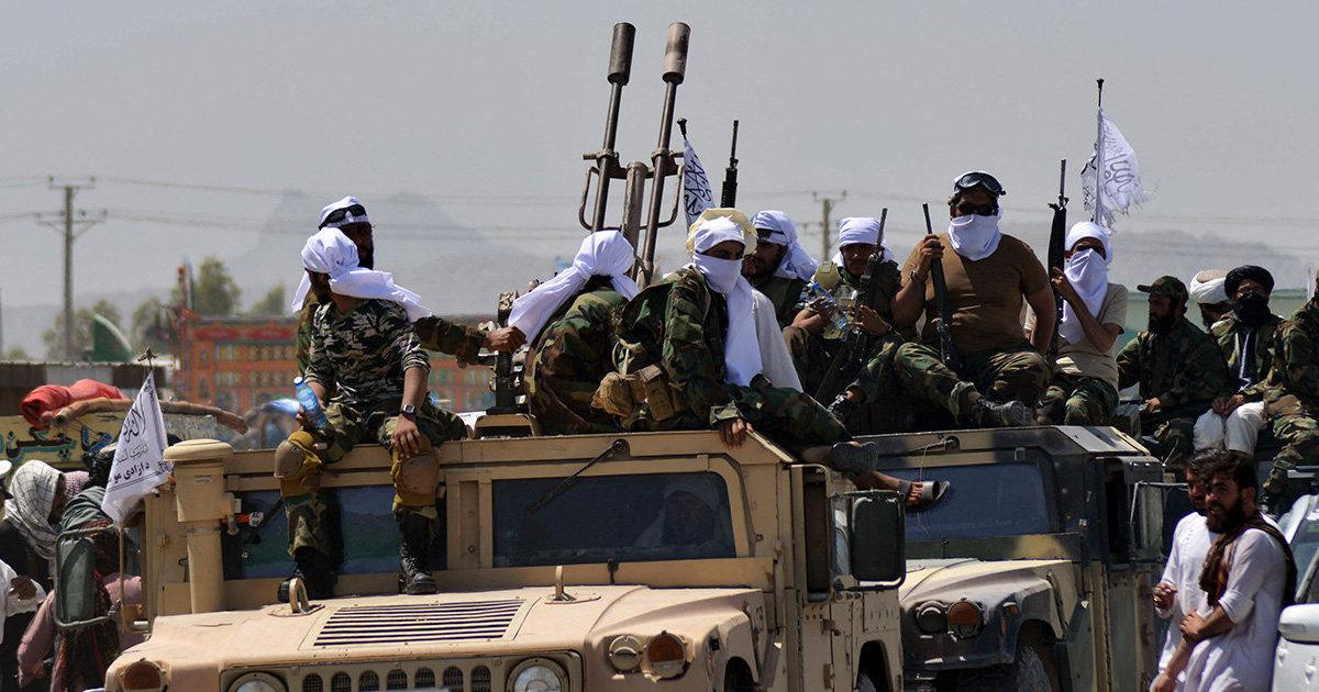 Daily Mail (Великобритания): талибы* на парадах победы похвастались десятками единиц американской бронетехники и даже вертолетами (Daily Mail)