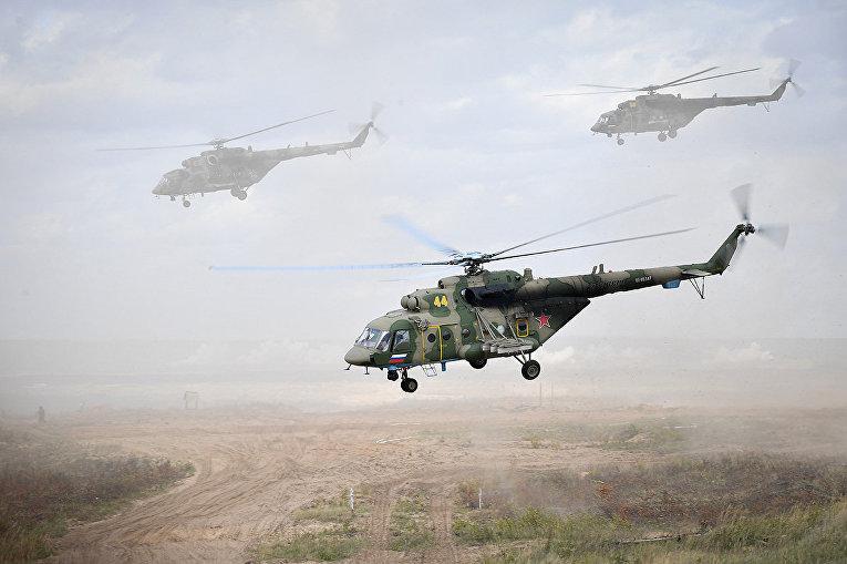 В высадке тактического воздушного десанта на полигоне Мулино были задействованы 32 транспортно-боевых и 14 ударных вертолетов
