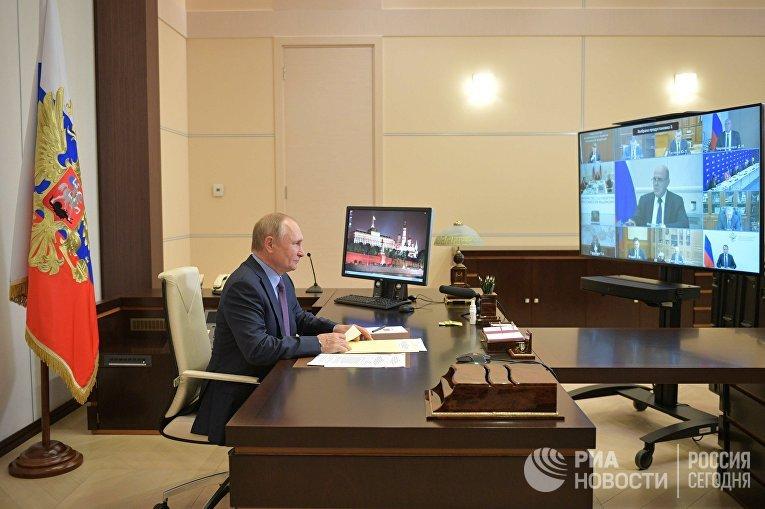 """Президент РФ В. Путин провел совещание с членами правительства РФ и руководством партии """"Единая Россия"""""""