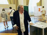 Жерар Депардье проголосовал на выборах в РФ