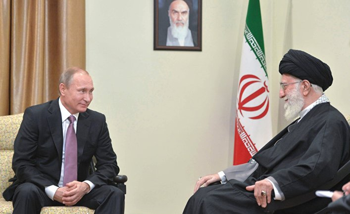 Владимир Путин и аятолла Али Хаменеи во время встречи в Тегеране